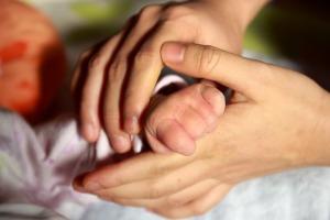baby-hand-847819_1920